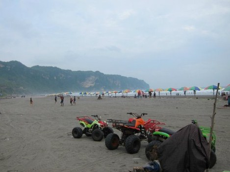 1. Pantai Parangtritis
