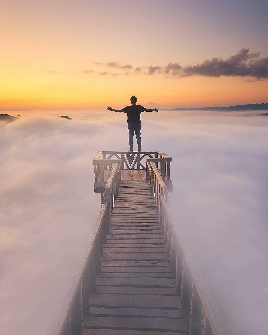 Pemandangan pagi hari di Bukit Panguk Kedawung yang indah