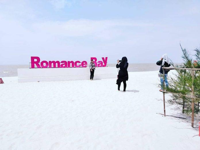 Romance Bay Pantai Romantis