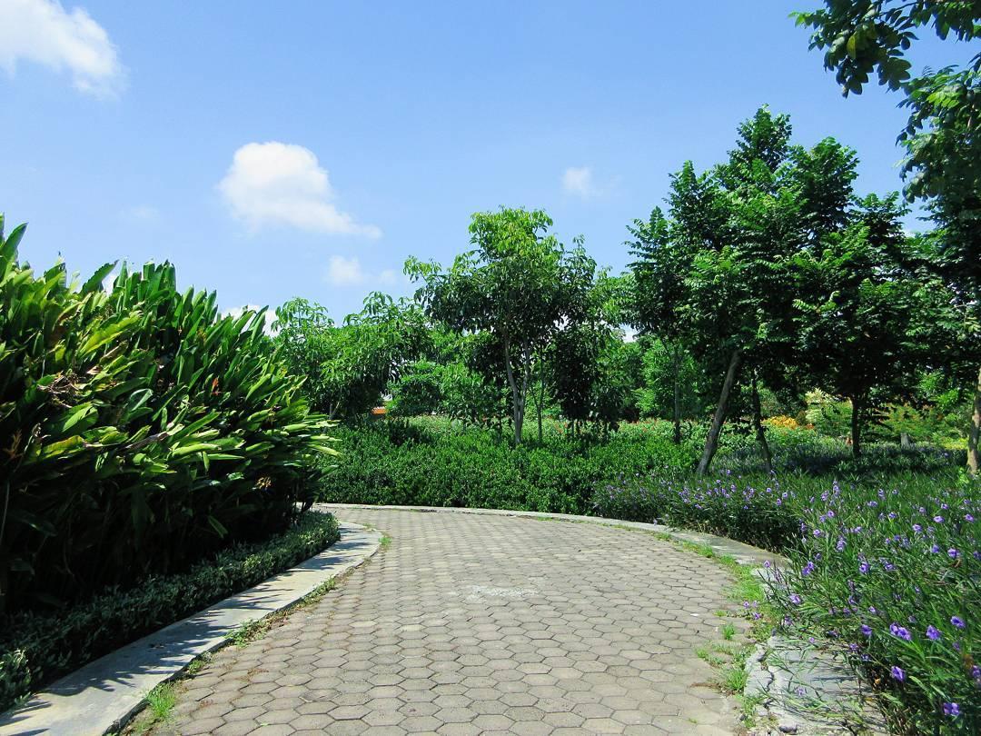 Taman Sakura Keputih